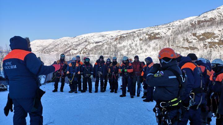 В г. Заозёрск прошли тактико-специальные учения: «Проведение поисково-спасательных работ в природной среде в зимних условиях в Арктической зоне».