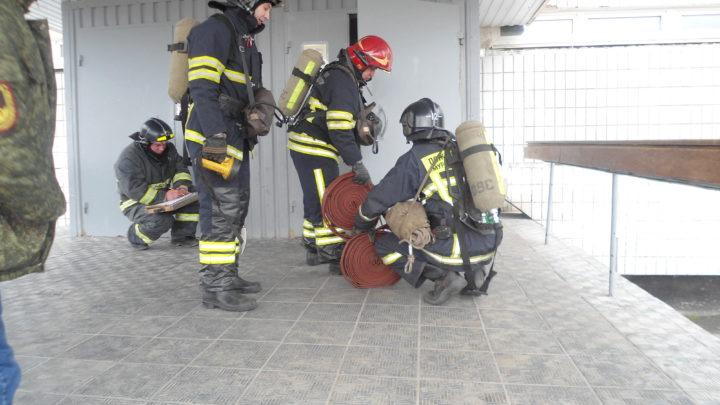 C дежурным караулом ПЧ-12 г. Мурманска прошло тренировочное пожарно-тактическое занятие по тушению условного пожара