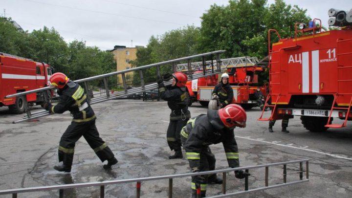 В Мурманском филиале ГПС МО прошли соревнования по пожарно-строевой подготовке