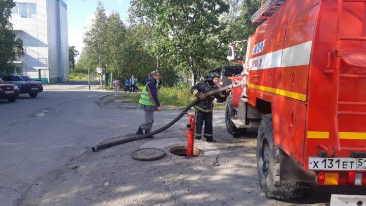 В ПЧ-41 п. Ревда прошло занятие с отработкой плана тушения пожара и практической тренировкой обслуживающего персонала, на объекте, задействованном в проведении выборов