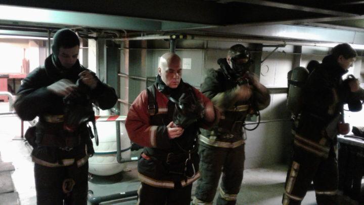 С газодымозащитниками ПЧ-11 г. Мурманска были проведены тренировочные занятия в непригодной для дыхания среде