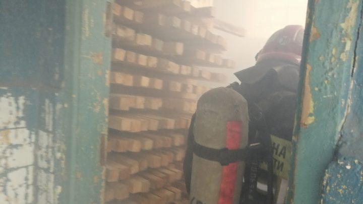 С газодымозащитниками ПЧ-20 г. Кола прошли тренировочные занятия в непригодной для дыхания среде