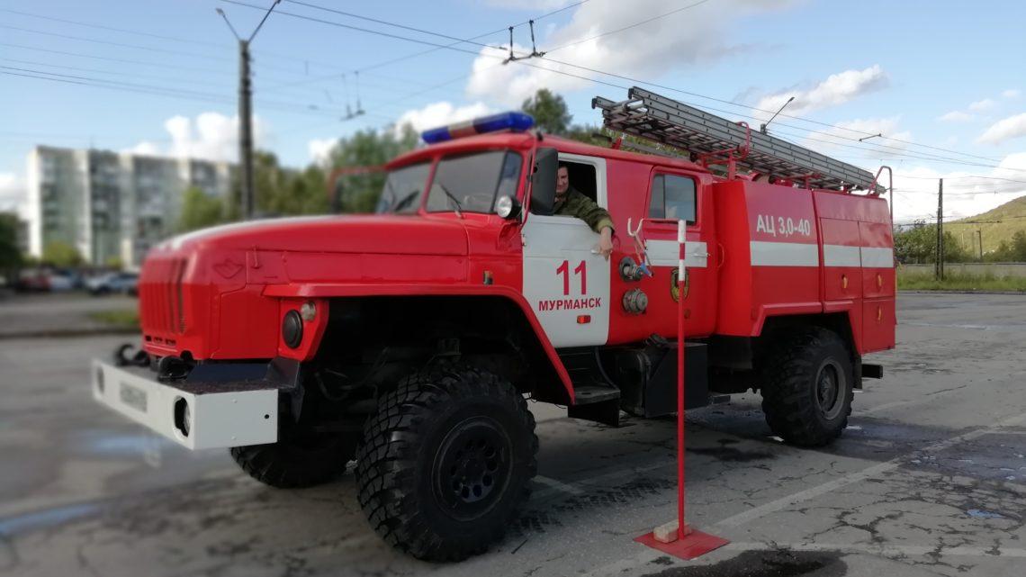 Прошли соревнования по скоростному маневрированию на пожарном автомобиле среди водителей Мурманского филиала ГПС Мурманской области