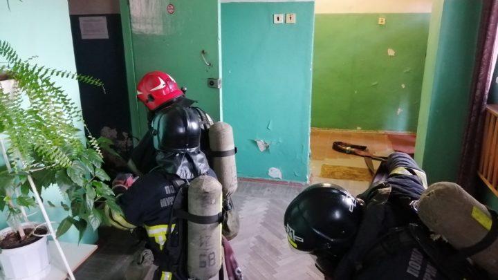 С работниками ПЧ-21 п. Мурмаши прошло занятия по пожарно-тактической подготовке с решением ПТЗ в СИЗОД